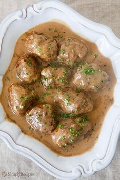 Classic Swedish meatballs made from a mixture of beef and pork, flavored with nutmeg and cardamom and served with a rich beef and sour cream gravy. via Simply Recipes Best Swedish Meatball Recipe, Swedish Recipes, Swedish Meatballs Crockpot, Vegan Meatballs, Pork Meatballs, Pork Recipes, Cooking Recipes, Chard Recipes, Gastronomia