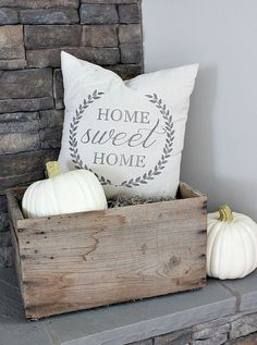 Adorable 50 Cute & Creative DIY Farmhouse Fall Decor Ideas https://homearchite.com/2017/08/28/50-cute-creative-diy-farmhouse-fall-decor-ideas/