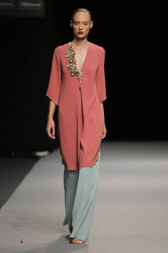 Marcos Luengo Spring 2017 ready to wear Madrid Terno Casual, Traje Casual, Fashion Brand, Womens Fashion, Fashion Design, Mother Of The Bride, Fashion Dresses, Chiffon, Street Style
