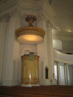 Púlpito cilíndrico da Catedral Luterana de Helsinque, Finlândia.  Fotografia: Mona-Mia.
