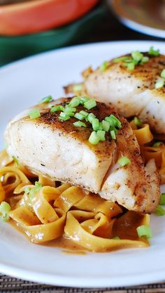 Asian peanut sauce noodles with fish (black cod, halibut, mahi-mahi, or tilapia) | JuliasAlbum.com | #seafood #pasta