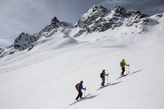 Das ganzjähriges Gästeprogramm für sportliche Naturliebhaber im Montafon! Schneeschuhwanderungen, Eisstockschießen und Winterwandern - das Montafon lässt sich auf vielseitige Art und Weise erkunden und einmaliges Erleben. Als Gastauer Gäste steht das gesamte Programm kostenfrei für Sie zur Verfügung!  (Foto: Montafon Tourismus GmbH, Daniel Zangerl) #montafon #vorarlberg #ski #bergeplus #skitouren #autriche #oostenrijk #winterurlaub Mount Everest, Mountains, Nature, Travel, Pictures, Austria, Winter Vacations, Tourism, Explore