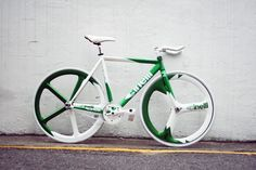 Cinelli in green and white. Sleek design and decals.