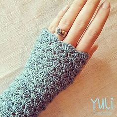 Nina - Free fingerless gloves crochet pattern by Yuli Nilssen. In 4ply (fingering yarn), 2.5mm hook.