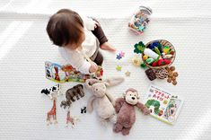 Traveling with a toddler? Worry not! Having a good collection of travel toys for toddlers goes a long way in having a pleasant, stress-free, and tears-free trip. This list of toys will keep your kids entertained on airplanes and during road trips. Best Baby Toys, Best Kids Toys, Baby Lernen, Best Educational Toys, Travel Toys, Dolce E Gabbana, Baby Registry, Toddler Toys, Girl Toddler