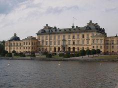 Naar Drottningholm Slott met kinderen is een heerlijk uitje waar je zeker een halve dag zoet mee bent. Ideaal te combineren met een citytrip Stockholm.