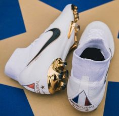 """A Closer Look at the Special Edition France """"White/Gold"""" Nike Boots - SoccerBible Best Soccer Shoes, Best Soccer Cleats, Girls Soccer Cleats, Nike Soccer Shoes, Nike Football Boots, Sports Football, Nike Boots, Soccer Gear, Soccer Boots"""