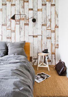 Paneles de madera desgastada, pintada de blanco