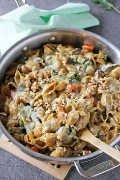 Recipe for creamy butternut squash pasta skillet. With a butternut squash sauce, mushrooms, rosemary and sage! And plenty of cheese! Fall Recipes, Dinner Recipes, Pasta Recipes, Cooking Recipes, Butternut Squash Pasta, Vegetarian Recipes, Healthy Recipes, Comfort Food, Paella