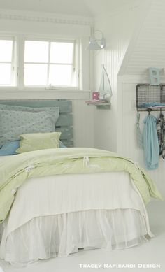 A twin bed in a nook with boat windows above to hear the surf and smell the salt air!