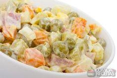 Receita de Maionese com legumes, em Saladas, ingredientes: 1kg de batata,2 cenouras,2 xícaras (chá) de vagem picada,2 maçãs,Sal e pimenta do reino a gosto,1 lata de milho verde escorrido,1/2 xícara (chá) de azeitonas picadas,2 ovos cozidos e picados,500g de maionese...