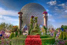 Cinderella + Prince Charming Topiary, International Flower & Garden Festival, EPCOT, Disney World, Orlando, Florida #DisneyWorld #WDW #WaltDisneyWorld #Disney