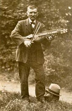 man and fiddle Old Country Music, Violin, Vintage Photos, Scandinavian, Irish, Irish Language, Ireland, Vintage Photography