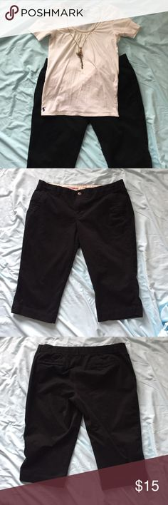 Old Navy black capris Old Navy black business capris, khaki material Old Navy Pants Capris