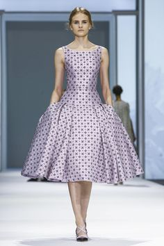 Ralph & Russo Spring 2015 Haute Couture - Nice without that volume! Style Haute Couture, Spring Couture, Couture Week, Live Fashion, Fashion Week, Runway Fashion, Fashion Show, Fashion Design, Ralph Et Russo