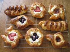 Click here for an AMAZING Danish Tutorial... One of the best tutorial food sets I've found!  http://thecakebar.tumblr.com/post/49118752176/sourdough-danish-pastries-tutorial-you-must-click