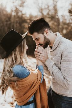 Bohemian / Free People Style Engagement shoot - Life with Alyda Winter Engagement Photos, Engagement Photo Outfits, Engagement Photo Inspiration, Engagement Couple, Engagement Shoots, Country Engagement, Indian Engagement, Mountain Engagement Photos, Couple Photoshoot Poses