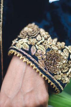 Hand Embroidery Design Patterns, Kurti Embroidery Design, Hand Work Embroidery, Embroidery Fashion, Zardosi Embroidery, Embroidery Suits Punjabi, Velvet Dress Designs, Stylish Clothes For Women, Stylish Dress Designs
