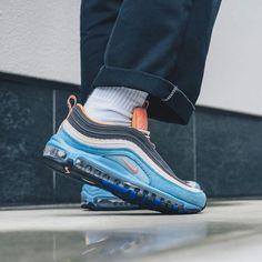 Air Max Sneakers, High Top Sneakers, Sneakers Nike, Air Max 1, Nike Air Max, Pink Color Combination, Sean Wotherspoon, Pink Heels, Vans Sk8