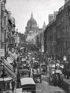 Victorian London was the world's biggest city. This is Fleet Street in Horses had not yet been replaced by cars. BBC - Primary History - Victorian Britain - An introduction Victorian London, Vintage London, Old London, Victorian Life, Victorian Street, London 1800, Victorian History, East End London, Victorian Buildings