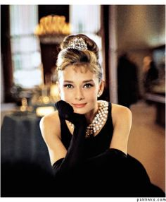 You absolutely can't talk Hollywood glamour without mentioning Audrey Hepburn. Breakfast at Tiffanys. Glamour Hollywoodien, Hollywood Glamour, Old Hollywood, Classic Hollywood, Audrey Hepburn Outfit, Audrey Hepburn Quotes, Aubrey Hepburn, Audry Hepburn Style, Audrey Hepburn Breakfast At Tiffanys