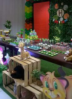 Festa infantil Tema Floresta Safari Jungle Zoo Animals Animais Caixotes Rústico Muro Inglês Personalizados