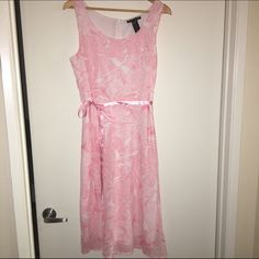 Floral Dress A silky floral dress that's link and white. It has a ribbon around the waist to accentuate. It has a zipper to the neck Old Navy Dresses Midi