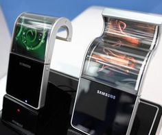 Samsung begins flexible AMOLED display production this November? See apple samsung is amazing and innovative.your just scared samsung will vastley surpass you. Flexible Oled, Flexible Screen, Gadgets Geek, Cool Gadgets, Amazing Gadgets, Smartphone Samsung, Samsung Galaxy S4, Sony Phone, Cool Technology