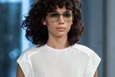 Tibi at New York Fashion Week Spring 2020 - Details Runway Photos Beauty Make Up, Hair Beauty, Curly Fringe, New York Fashion, Spring, Channel, Women, Runway, Fringes