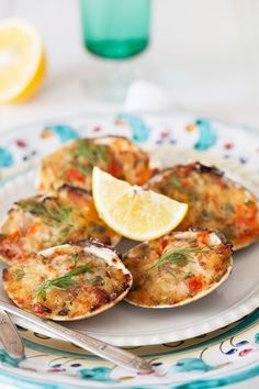 Old-fashioned stuffed baked clams. Add bread crumbs, fresh parsley, garlic and Parmigiano Reggiano cheese. Fish Recipes, Seafood Recipes, Appetizer Recipes, Cooking Recipes, Asian Recipes, Oyster Recipes, Fish Dishes, Seafood Dishes, Fish And Seafood
