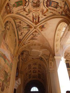 Palacio. Primer piso. Pinturas de la galeria cercanas a la escalera imperial