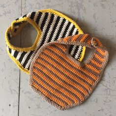 Hagesmæk går retro! - Kreamania Crochet Baby Bibs, Newborn Crochet, Love Crochet, Crochet For Kids, Baby Knitting, Baby Barn, Chrochet, Beautiful Babies, Little Ones