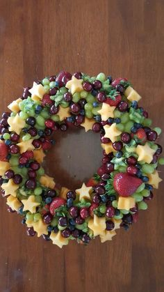 Fruit Platter Winter 45 Best Ideas in 2020 Christmas Party Food, Christmas Snacks, Xmas Food, Christmas Breakfast, Christmas Appetizers, Christmas Cooking, Appetizers For Party, Christmas Fruit Ideas, Christmas Holidays