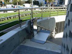 ΝΕΑ ΕΓΚΑΤΑΣΤΑΣΗ ΣΤΗ ΚΑΛΛΙΘΕΑ! Οι μηχανικοί της Draculis τοποθέτησαν τον ανελκυστήρα-πλατφόρμα OMEGA, κατάλληλος για εξωτερικές σκάλες μεγάλου μήκους, σε επαγγελματικό κτίριο.