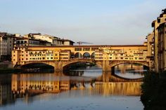 Ponte Vecchio another fantastic thing to see in Florence. Come with us to discover this fantastic City Arno, Week End En Amoureux, Trevi Fountain, Train Journey, By Train, Elba, Florence Italy, Before Us, Romans