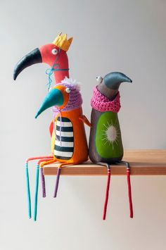Paper Mache Sculpture, Soft Sculpture, Diy Home Crafts, Crafts For Kids, Clay Monsters, Feather Art, Fabric Birds, Pebble Painting, Designer Toys