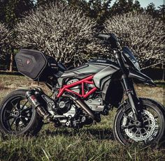 Shared by Motorcycle Clothing TwoUp Bikes uk Yamaha Mt07, Ducati Motorcycles, Custom Motorcycles, Cars And Motorcycles, Ducati Desmo, Moto Ducati, Ducati Hypermotard, Motorcycle Design, Motorcycle Outfit