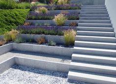 Walls in the garden: 75 ideas that you will love Garden Steps, Garden Paths, Garden Landscaping, Small Gardens, Outdoor Gardens, Outdoor Steps, Tiered Garden, Sloped Garden, Terrace Garden