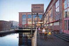 Museokeskus Vapriikki in Tampere. Iso kahvila/ruokailutilasta löytyy varmasti sijaa. Inspiraatiota voi hakea näyttelyistä. Verkkoyhteys puhelimesta.