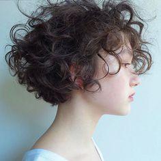 Best Bob Hairstyles & Haircuts for Women - Hairstyles Trends Haircuts For Wavy Hair, Short Wavy Hair, Curly Hair Cuts, Permed Hairstyles, Cut My Hair, Pretty Hairstyles, Curly Hair Styles, Pelo Guay, Androgynous Hair