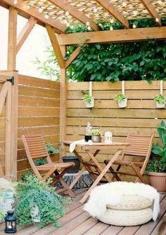 Εάν έχετε μια μικρή βεράντα ή μπαλκόνι ... καλώς ήρθατε στο κλαμπ. Στο μπαλκόνι μου με το ζόρι χωράει ένα μικρό τραπέζι ... Είμαι αποφασισμ...