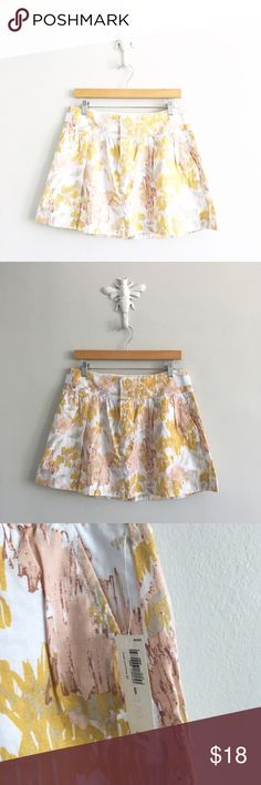 "Old Navy Watercolor Linen Blend Mini Skirt 55% linen, 45% rayon. NWT. Waist: 32"". Length: 15.25"". *0517170050* Old Navy Skirts Mini"