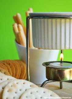 Manteiga com pesto  http://casosecoisasdabonfa.blogspot.ca/2014/06/receitinhas-para-festa-da-copa-manteiga.html