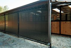 Loafing shed wind screen