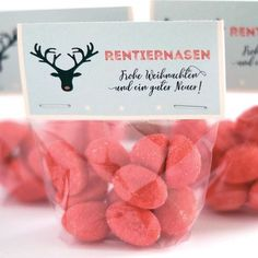 Persönliche Gastgeschenke – das besondere Dankeschön an Eure Gäste Yippee! As soon as the first gingerbread is in the shops, we are looking forward to Christmas. We have THE sweet little gift idea for you. – Reindeer noses in the… Continue Reading → Christmas Is Coming, Christmas Time, Christmas Gifts, Christmas Desserts, Birthday Rewards, Birthday Gifts, Winter Girl, Reindeer Noses, Fete Halloween