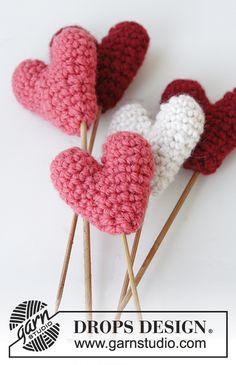 "DROPS Valentine: Heklede DROPS hjerter i ""Nepal"""