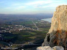 El Mar de Galilea Vista Desde Arbel La llanura de Genesaret se extiende bajo los precipicios de Arbel