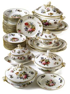 A PARIS PORCELAIN PART DINNER SERVICE<br><P>19TH CENTURY</P> | Lot | Sotheby's