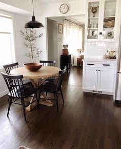 Utilize these home decor ideas to enhance your house and give it new life. Home decorating is exciting and may change your house into a home once you understand how to do it right. House Design, Room Design, House, Interior, Home, Dining Room Design, Cozy House, Kitchen Remodel, Home Kitchens