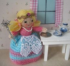 tooth fairy Knitting Dolls Free Patterns, Knitted Dolls Free, Baby Sweater Knitting Pattern, Knitting Dolls Clothes, Christmas Knitting Patterns, Doll Clothes, Bear Patterns, Fairy Dolls, Soft Dolls